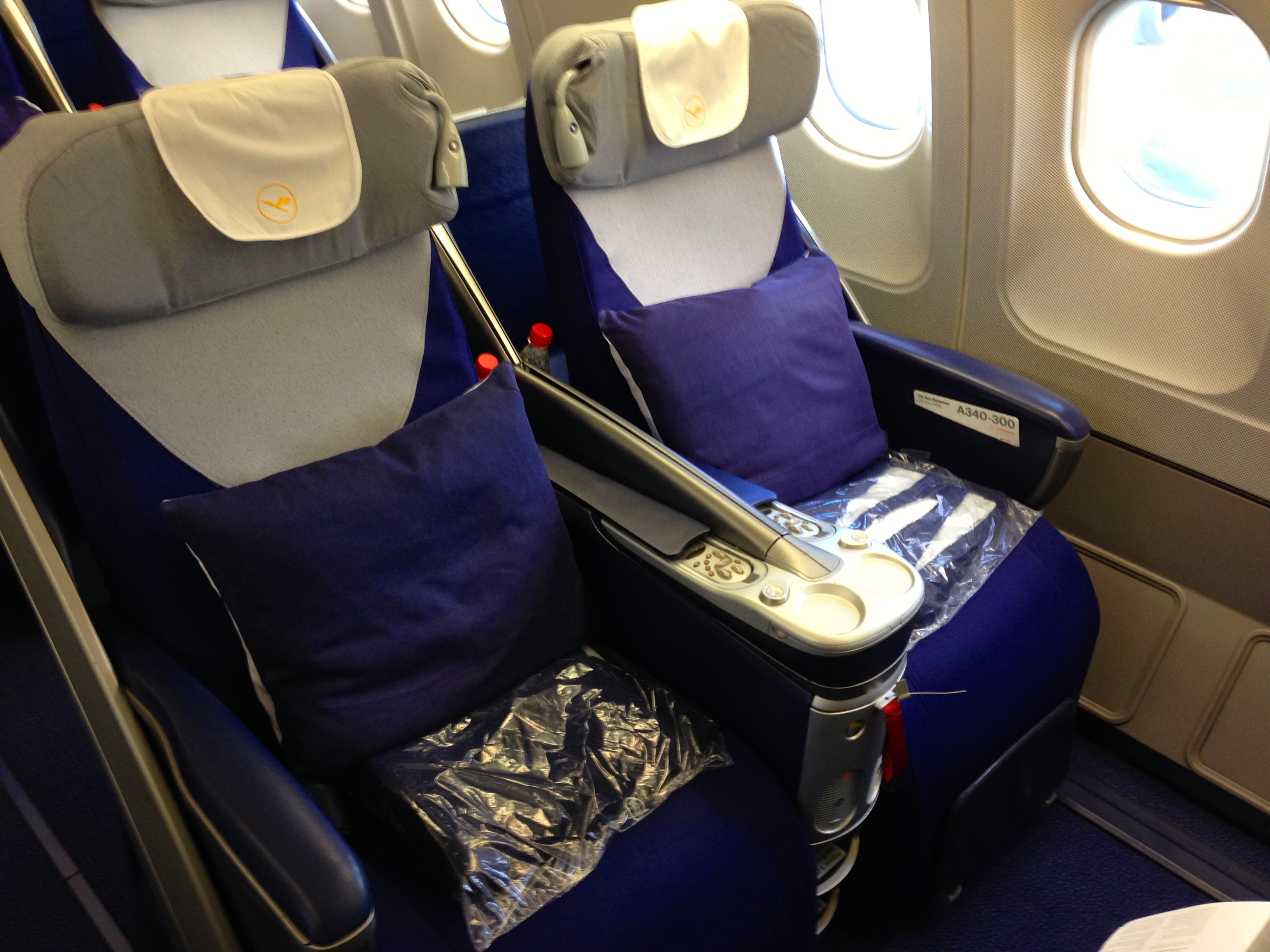 Lufthansa A340-300 Business Class Seat Munich to Chicago