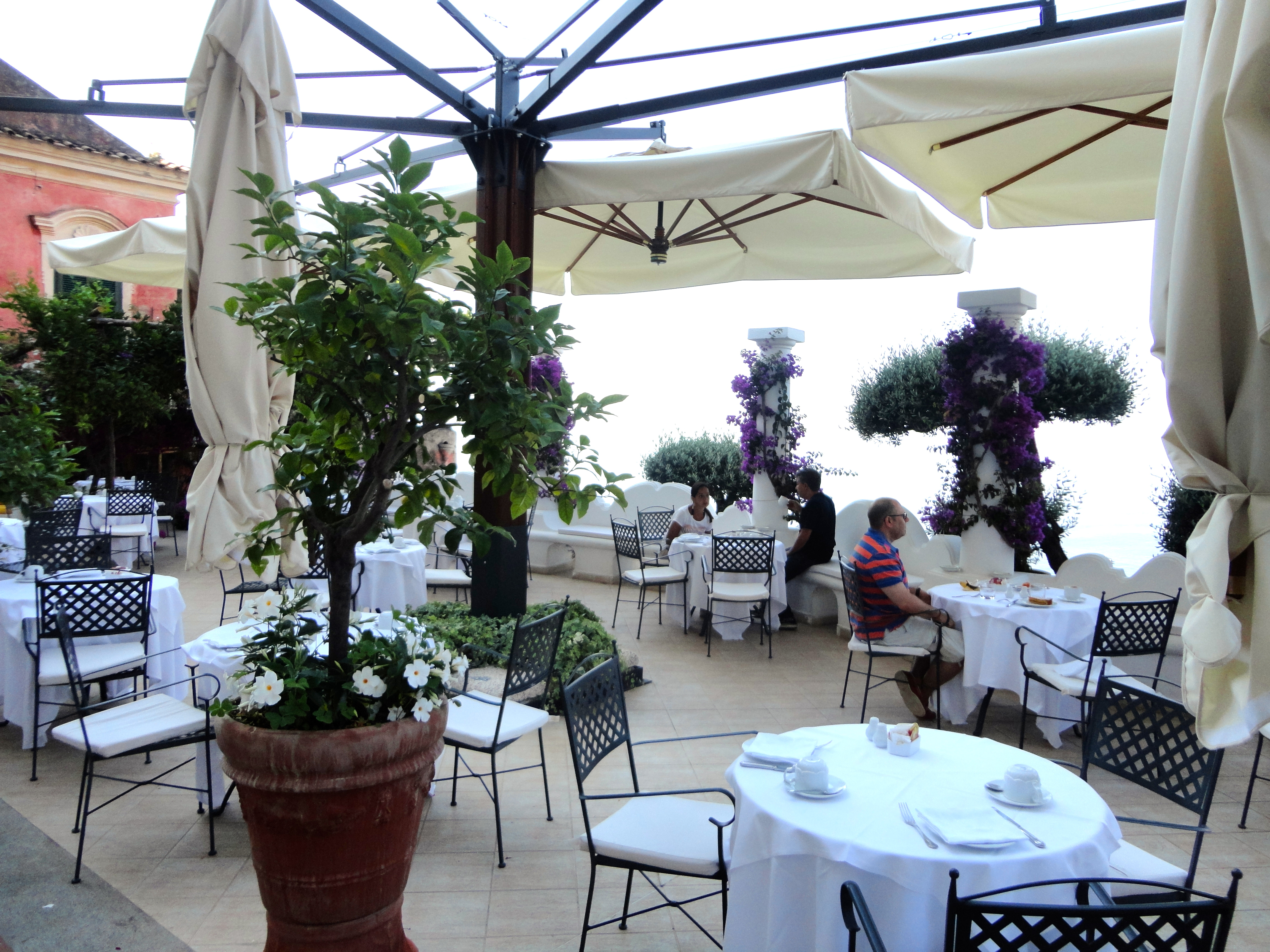 Image gallery outdoor dining positano italy for Breakfast terrace