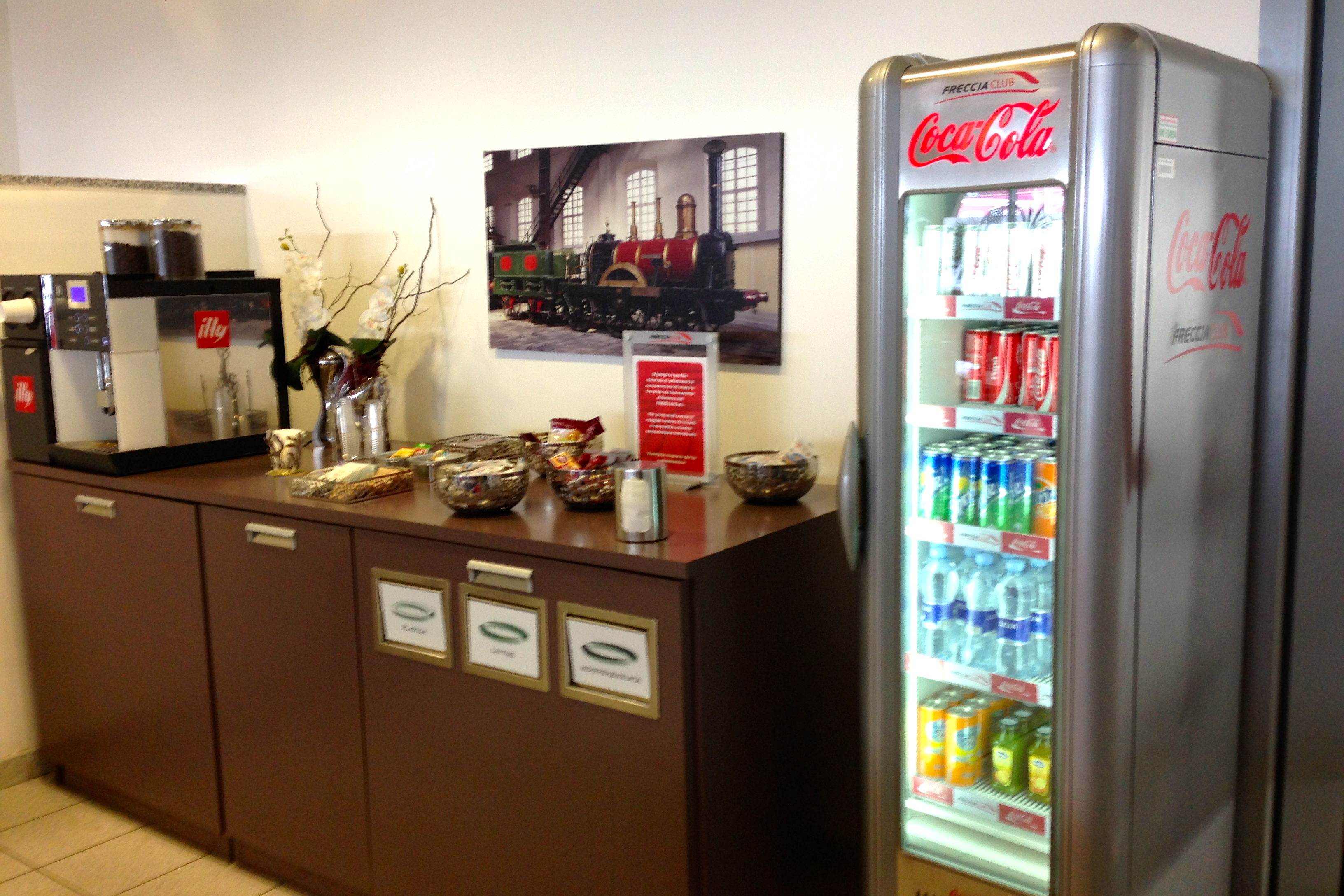 Trenitalia FrecciaClub Executive Lounge Naples Central Napoli Centrale Train Station Refreshments