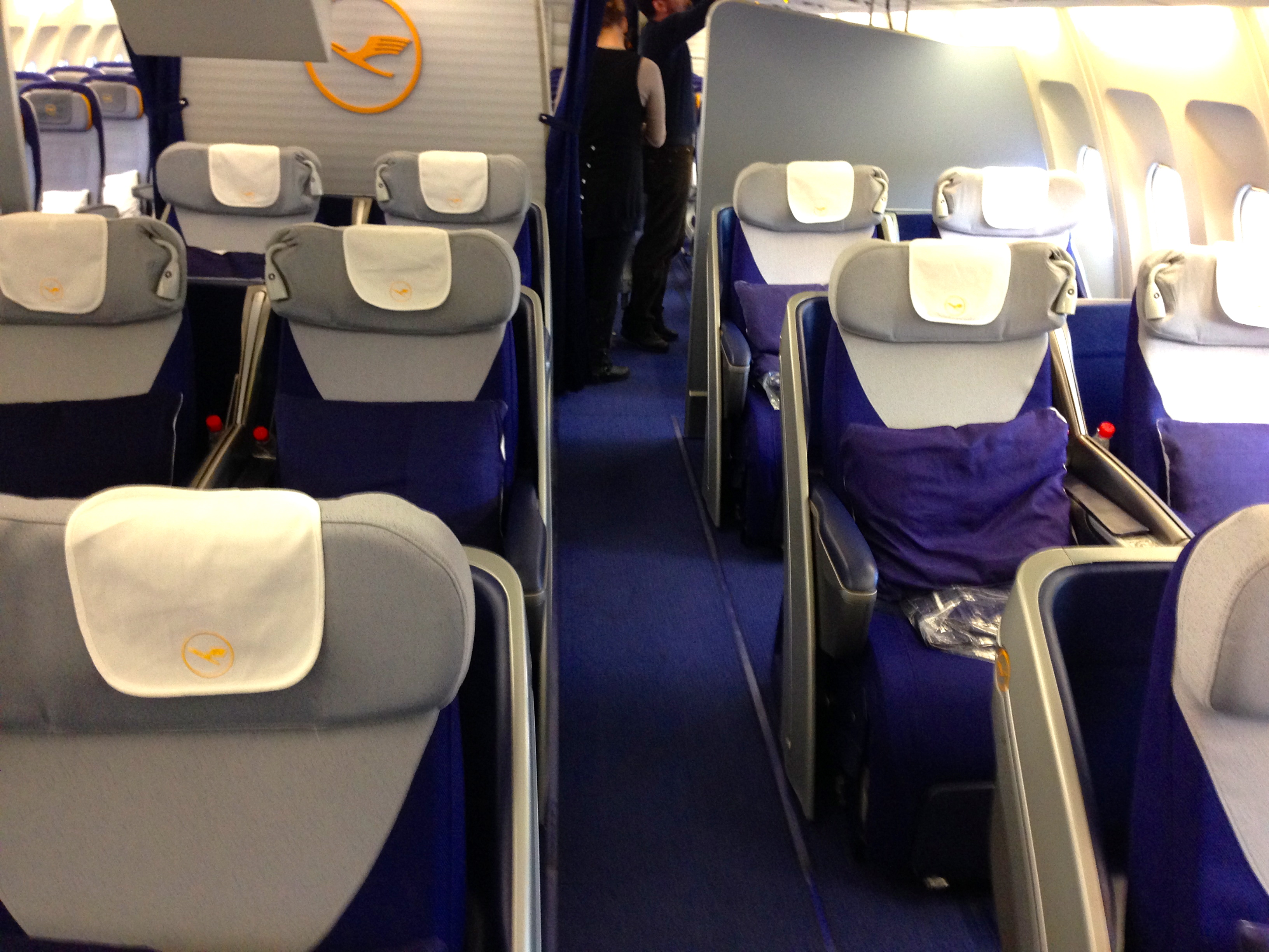 Lufthansa A340-300 Business Class Cabin Munich to Chicago