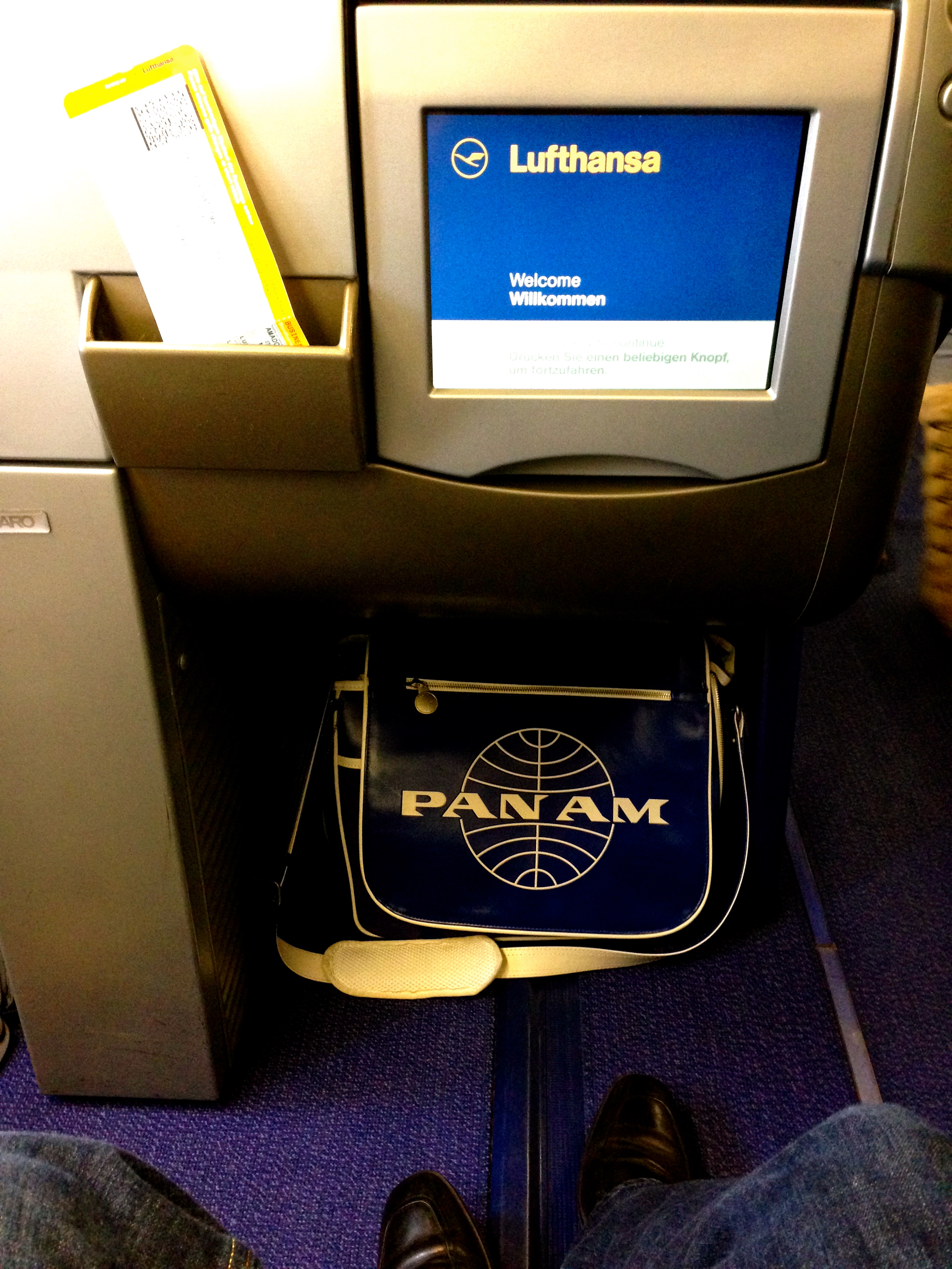 Lufthansa A340-300 Business Class IFE In-Flight Entertainment System Munich to Chicago