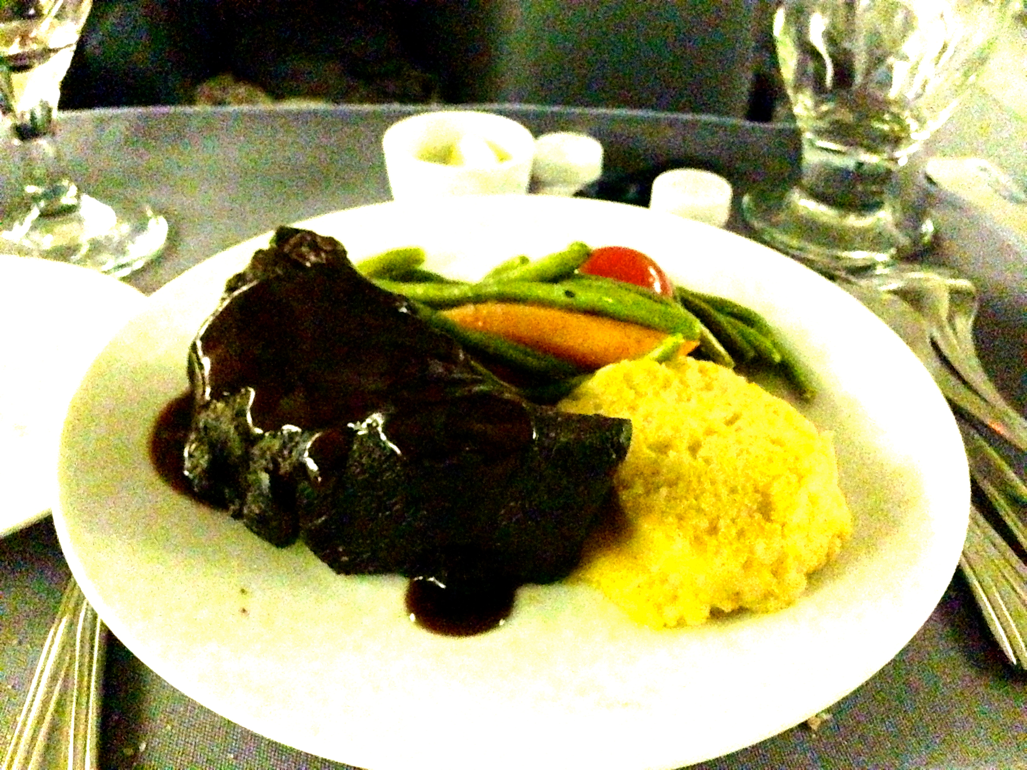 United Airlines 767-200 Business Class Main Course Beef Entree BusinessFirst Chicago to Amsterdam