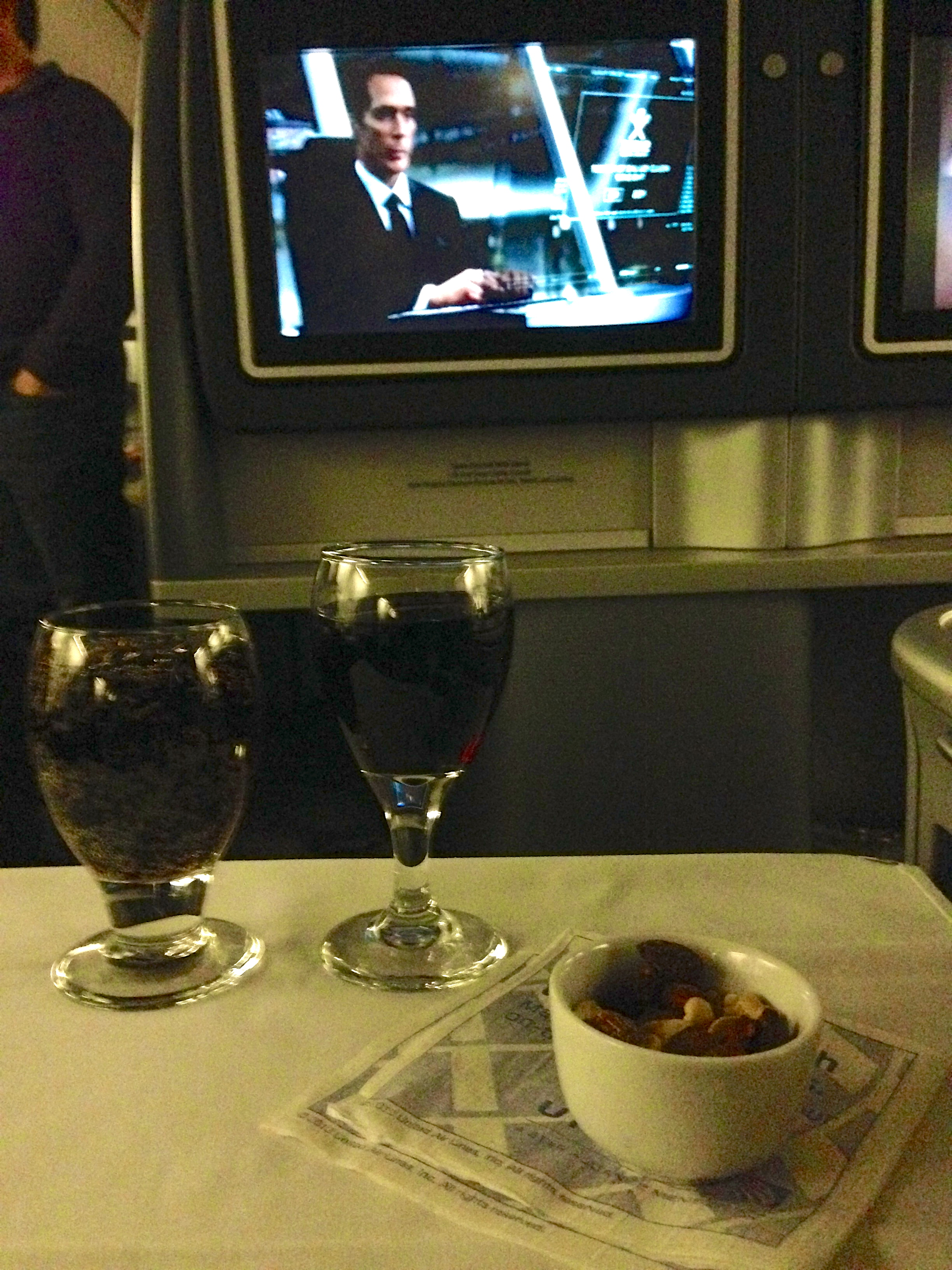 United Airlines Business Class 767-200 BusinessFirst Cocktail Service and Warm Nuts Chicago to Amsterdam