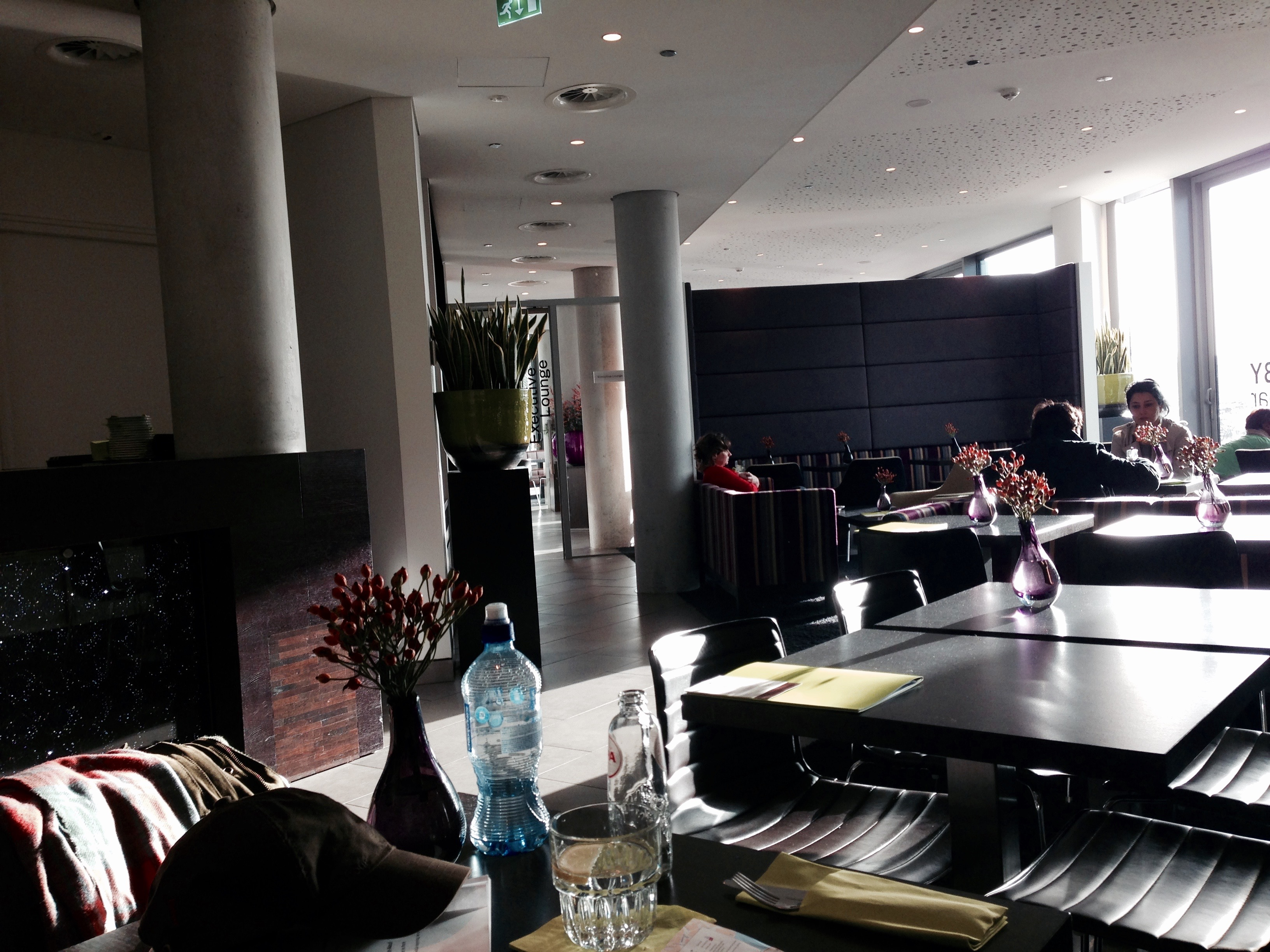 Doubletree by Hilton Amsterdam Centraal Station Lobby Bar Dining Area