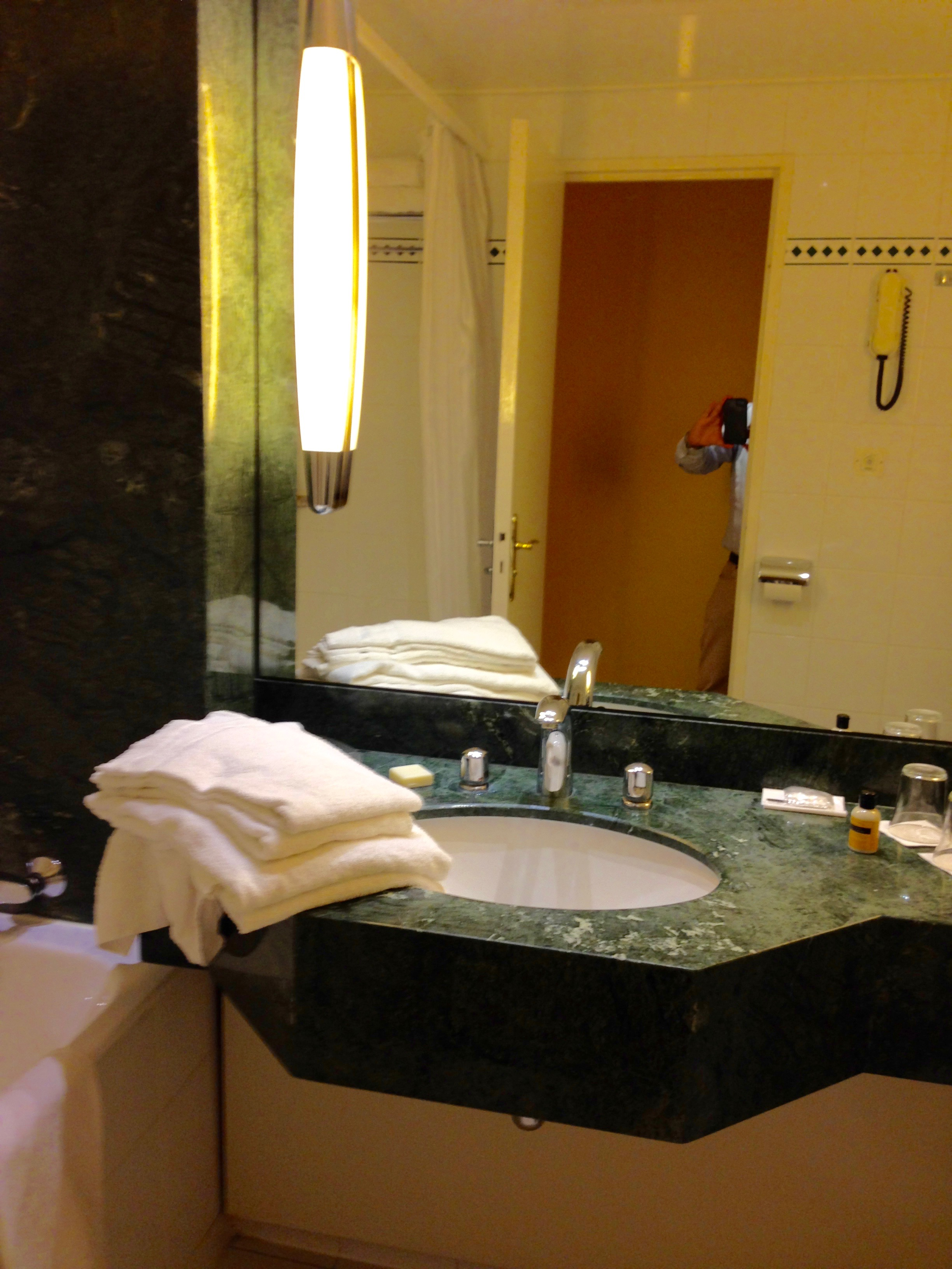Hyatt Regency Paris Etoile Club Room Bathroom